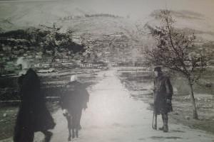 9 Δεκεμβρίου 1940 – Οἱ Ἕλληνες Βορειοηπειρῶτες ἄνοιξαν τίς ἀγκαλιές τους καί   ὑποδέχτηκαν στοργικά τόν ἑλληνικό στρατό