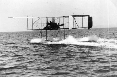 24 Ἰανουαρίου 1913 – Μία παγκόσμια πρωτιά ἑορτάζουν οἱ  Ἔνοπλες Δυνάμεις