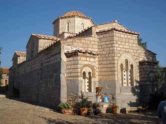 Εκκλησίες και μονές κυριαρχούν στον ελληνικό χώρο