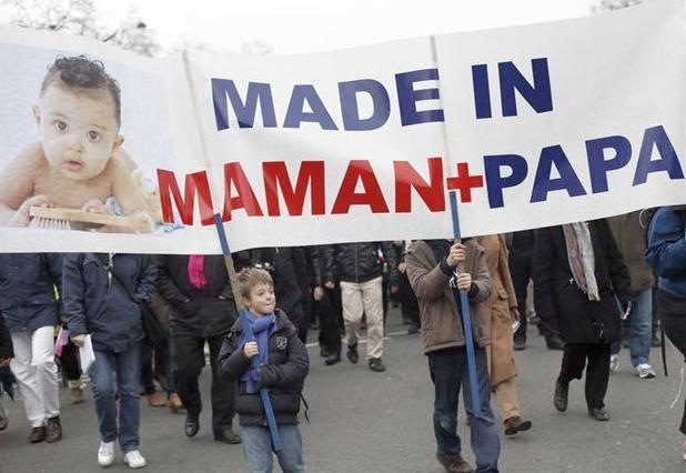 Μαζική διαδήλωση στη Γαλλία κατά των γάμων των ομοφυλόφιλων