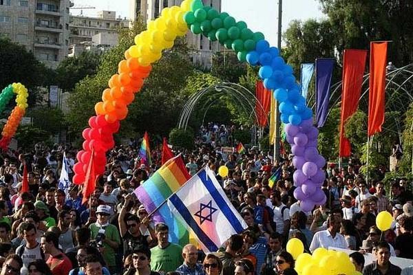 ΕΝΑ ΣΧΟΛΙΟ ΓΙΑ ΤΟ Gay Pride ΣΤΗΝ ΑΘΗΝΑ
