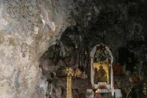 Περιστατικά - δ΄. Συνέδριο δαιμόνων - ε΄. Ἀσκητικό σπήλαιο πλησίον τῶν Καρυῶν