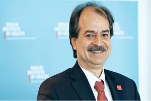 Ο δρ Ι. Ιωαννίδης απαντά στους συκοφάντες του
