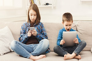 Το sharenting και η προστασία του διαδικτυακού αποτυπώματος των παιδιών