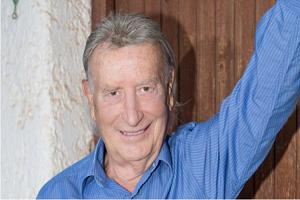 Γιώργος Κοινούσης: Ο τραγουδιστής – είδωλο της δεκαετίας του '70 κοινώνησε 5 φορές μέσα στην καραντίνα