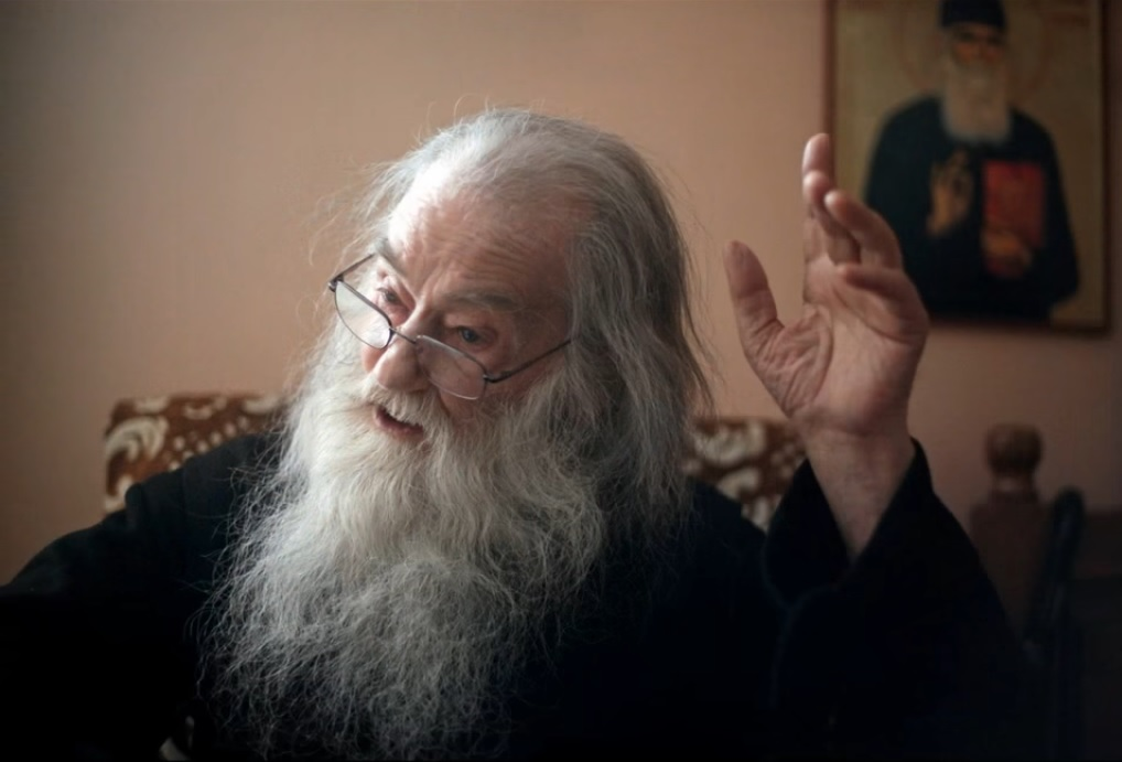 Γέρων Ιουστίνος Πίρβου: Να ξέρετε όμως ότι και τις Μεγάλες Δυνάμεις ο Θεός  θα τις παιδαγωγήσει κατάλληλα. Θα τις πατάξει, όταν δεν θα το περιμένουν  και τότε θα ηττηθούν - Ενωμένη Ρωμηοσύνη