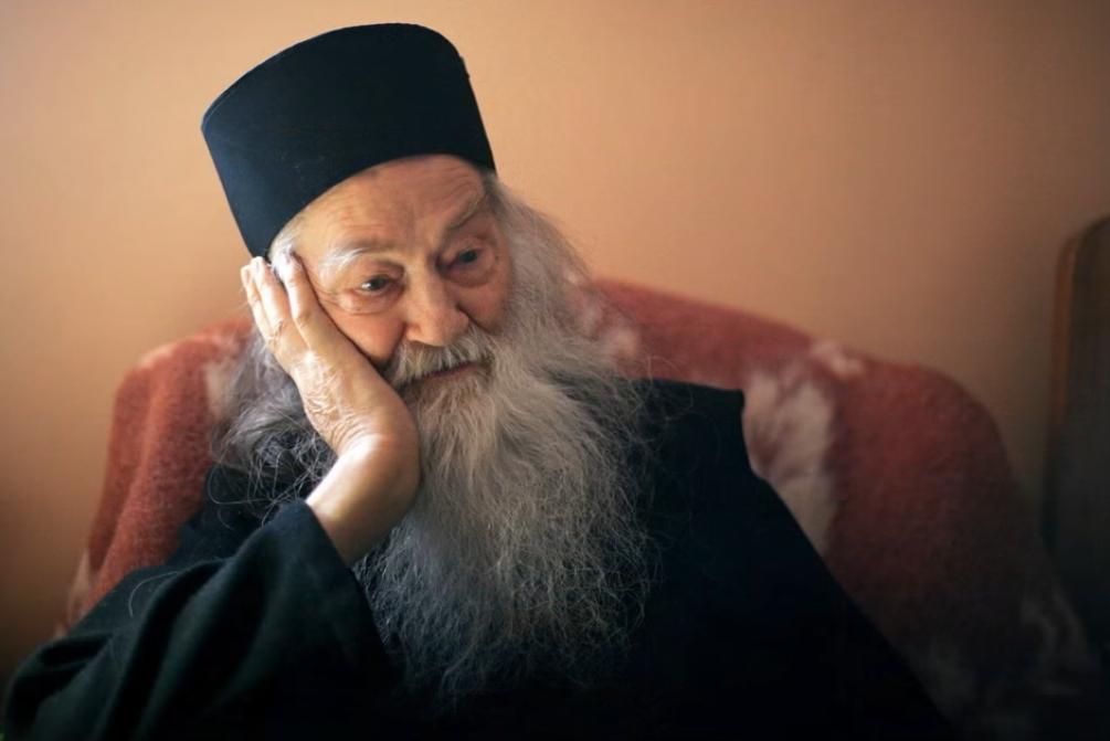 Γέρων Ιουστίνος Πίρβου: «Ο απλός άνθρωπος αντιλαμβανόταν πάντα πιο γρήγορα  την πραγματικότητα. Ο διανοούμενος δεν έχει την αίσθηση της μάχης που  δίνει» - Ενωμένη Ρωμηοσύνη