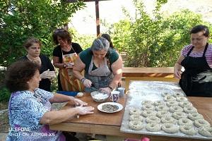 Eνωμένη Ρωμηοσύνη Καλύμνου: παρασκευή κρίθινων παραδοσιακών κουλούρων (video)