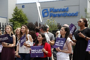 Υψηλόβαθμα στελέχη της Planned Parenthood παραδέχονται ενόρκως ότι συλλέγουν τμήματα εμβρύων που γεννιούνται ζωντανά!