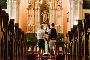 H πλήρης κατάπτωση: Θρησκευτικός γάμος ομόφυλων ζευγαριών πλέον και στην Ιρλανδία