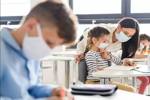 Απορίες και ερωτηματικά για την επιβολή χρήσεως μάσκας στα ανήλικα παιδιά στα σχολεία και τις συνέπειες αυτής