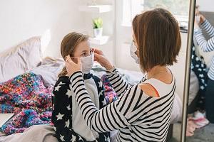 Ο κίνδυνος από τη μάσκα στα παιδιά