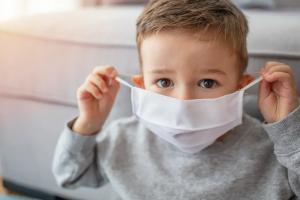 Π.Ο.Υ: OXI μάσκα σε παιδιά κάτω των 5 ετών. Σε παιδιά 12 κι άνω συνιστάται μάσκα υπό προϋποθέσεις!