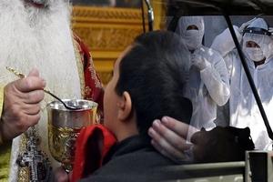 Διωγμός: Παρέμβαση του εισαγγελέα στη Βοστώνη για την χρήση κοινής λαβίδας στη Θεία Κοινωνία!