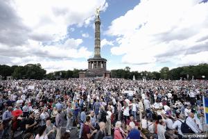 Bίντεο δείχνει τον τεράστιο όγκο διαδηλωτών στο Βερολίνο κατά της εργαλειοποίησης του κορωνοϊού από τις κυβερνήσεις!