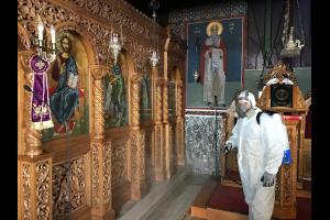 Εδέσσης Ιωήλ: «Απ' έξω μπορεί να κολλήσετε ιό, μέσα στην εκκλησία όχι»