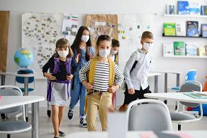 Γιατί η Κυβέρνηση θα χάσει τη Μάχη της Μάσκας στα Σχολεία