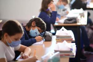 Ελευθεριάδης (ψυχολόγος): « Φορέστε μάσκες στα παιδιά. Εκμηδενίστε την ιερότητα του προσώπου. Αυτό θέλετε. Μια κοινωνία αποξενωμένων»