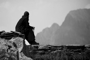 Περιστατικά απο την Ασκητική και Ησυχαστική Αγιορείτικη Παράδοση – ξζ'. Ἡ προσευχή σβήνει πυρκαγιά  - ξη'. Προσηύχετο ὑπερυψωμένος