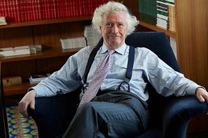 τ. Ανώτατος Δικαστικός στη Βρεττανία: «Τα μέτρα για τον κορωνοϊό θα μείνουν στην ιστορία ως μνημείο συλλογικής υστερίας και τρέλας»