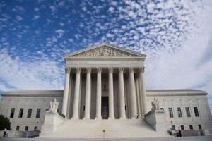 Ανώτατο Δικαστήριο των ΗΠΑ: «Ακόμα και σε μία πανδημία, το Σύνταγμα δεν μπορεί να τεθεί στην άκρη και να λησμονηθεί»