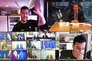 Ολλανδός δημοσιογράφος μπήκε σαν κύριος...σε εμπιστευτική τηλεδιάσκεψη υπουργών άμυνας της ΕΕ