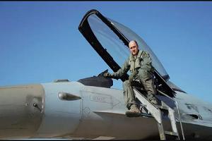 Ο Αρχηγός ΓΕΑ έκανε πτήση συντήρησης με F-16 Block 52+
