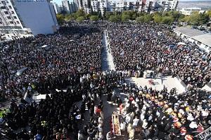 Η κυβέρνηση Μητσοτάκη κλείνει τις εκκλησίες