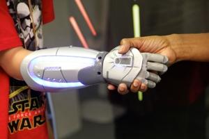 Ray Kurzweil: Οι άνθρωποι θα είναι υβριδικοί έως το 2030