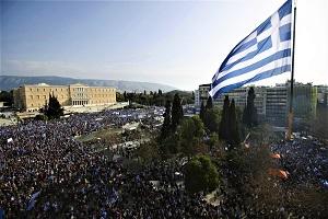 Το τέλος των δημόσιων υπαίθριων συναθροίσεων και η θεσμική ακύρωση των συλλαλητηρίων. Ένα ακόμη θανάσιμο πλήγμα στην Δημοκρατία.