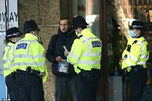 Σκωτία: Αστυνομικοί εισβάλλουν σε σπίτι και επιτίθενται βάναυσα στους ενοίκους ύστερα από καταγγελία για παραβίαση των μέτρων για τον κορωνοϊό!