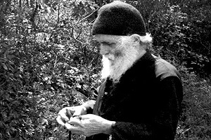 Γέροντας Παΐσιος ο Αγιορείτης - Ἡ καρδιά δέν καθαρίζεται μέ «κλίν», ἀλλά μέ φιλότιμο