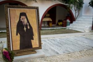 Ο Άγιος Ιάκωβος διηγείται περιστατικό συνομιλίας του με τον άγιο Ιωάννη τον Ρώσσο, ο οποίος του είπε ότι θα γίνει πόλεμος για τις αμαρτίες του κόσμου