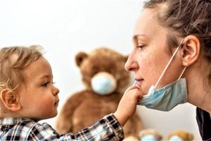 Scientific American: Οι μάσκες μπορούν να είναι επιβλαβείς για την ανάπτυξη της ομιλίας και του λεξιλογίου των νηπίων.