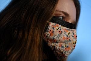 Δρ Φαρσαλινός: Προσβάλλουν τη νοημοσύνη μας με τη διπλή μάσκα