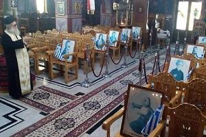 Ο παπα-Ηλίας του Ροδίτη τίμησε τους ήρωες του '21: Τοποθέτησε εικόνες ηρώων στα καθίσματα της εκκλησίας και έκανε μνημόσυνο – Δείτε φωτογραφίες