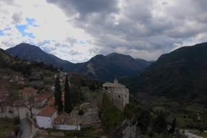 Iερά Μονή Αγίου Μηνά Κοκκινολιθαρίου (εικόνες από ψηλά)