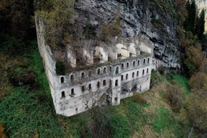 Το εγκαταλελειμμένο και βεβηλωμένο πρωτοβυζαντινό Μοναστήρι του Βαζελώνος στον Πόντο