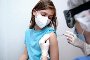 Δρ Φαρσαλινός: Απαράδεκτος και ανήθικος ο υποχρεωτικός εμβολιασμός παιδιών