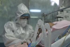 Καταγγελία για το AstraZeneca: «Ο αδελφός μου έπεσε σε κώμα 10 ημέρες μετά τον εμβολιασμό» – Χαροπαλεύει 42χρονος