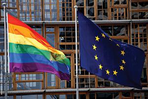 Η ΕΕ καταδικάζει την απαγόρευση προώθησης της ομοφυλοφιλίας σε ανηλίκους