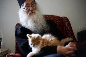 Γέρων Ιουστίνος Πίρβου: «Οι διανοούμενοι κάνουν εύκολα πίσω για να διατηρήσουν τις θέσεις τους. Πιο εύκολα αντιστέκονται οι απλοί άνθρωποι!»
