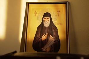 Όσιος Παΐσιος: «Για να κατοικήσει στον άνθρωπο το Άγιο Πνεύμα χρειάζεται πολύ αυταπάρνηση, πολύ φιλότιμο, ταπείνωση, αρχοντιά, θυσία»