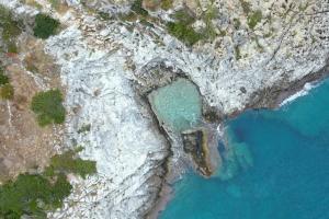 Πατριδογνωσία: H «πέτρινη πισίνα» στη Μάνη