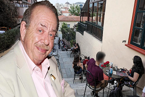 Καταπέλτης ο Ηλίας Μαμαλάκης για τον διαχωρισμό των πελατών: «Πρόστυχο μέτρο, να το πάρουν πίσω»