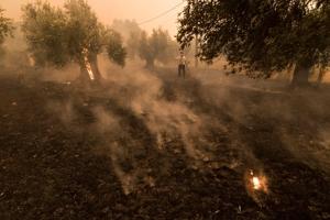 Aνέπαφο από την πυρκαγιά παρεκκλήσι στον Μαραθώνα! Εικόνες που συγκλονίζουν!