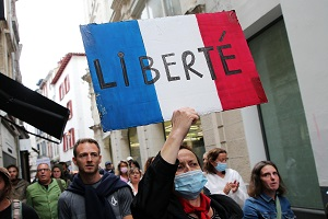 Γαλλία: Ογκώδεις διαδηλώσεις ενάντια στο ψηφιακό πιστοποιητικό