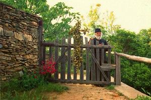 Γέρων Ισαάκ: «Δε θα με δελεάσουν τα πλούτη όλου του κόσμου. Η θέση μου είναι στο μοναστήρι»