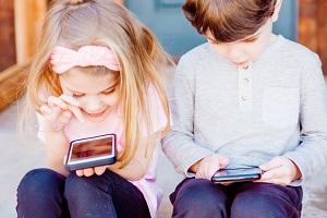 Μοναξιά και κατάθλιψη στα παιδιά λόγω smartphones
