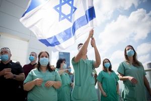 To εμβολιασμένο Ισραήλ και η ανεμβολίαστη Παλαιστίνη.